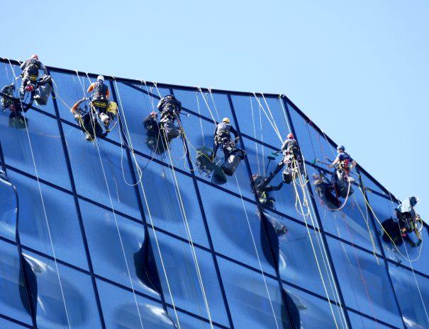 vinduespudser ved Elbphilharmonien