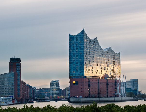 Elbphilharmonie and Hafencity at sunup